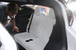 Die dritte Sitzreihe, wo es doch etwas eng zugeht. Beim Einsteigen rutscht die zweite Sitzreihe und der Fahrer- oder Beifahrersitz automatisch nach vorne. Foto: Volker Adamietz / Elektroautor.com