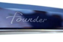 "Der ""Founder""-Schriftzug am Heck des Model X. Foto: Volker Adamietz / Elektroautor.com"