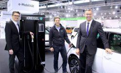 Der Kreisel Power-Charger mit Wilfried Weitgasser, Markus Kreisel und Foto: Elektroautor.com