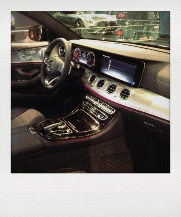 Auch bei Mercedes - viel Touch- screen, schaut aus wie ein ges- trecktes ipad aber doch stylisch.