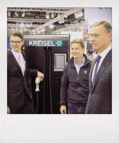 Highlight beim VW-Stand! Porsche Holding gibt Kooperation mit Kreisel Electric bekannt und u?bernimmt den Vertrieb fu?r Ladestationen (mit 320 kW Leistung) und Stromspeicher.