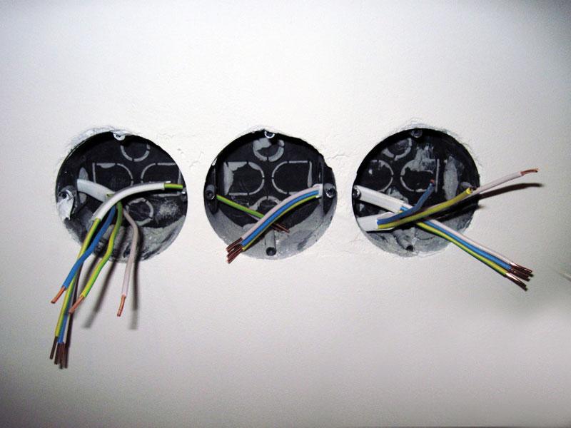 Установка розетки и выключателя