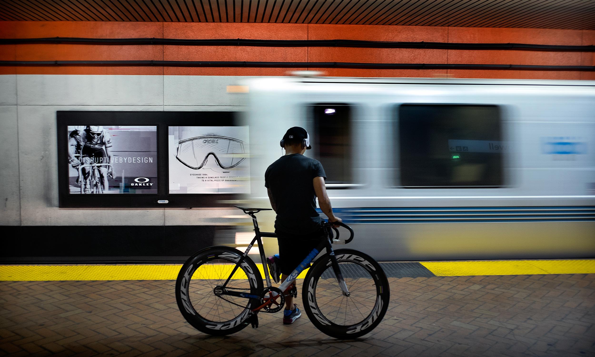 bart transit bike bicycle fixie commute commuting commuter zipp headphones bart train