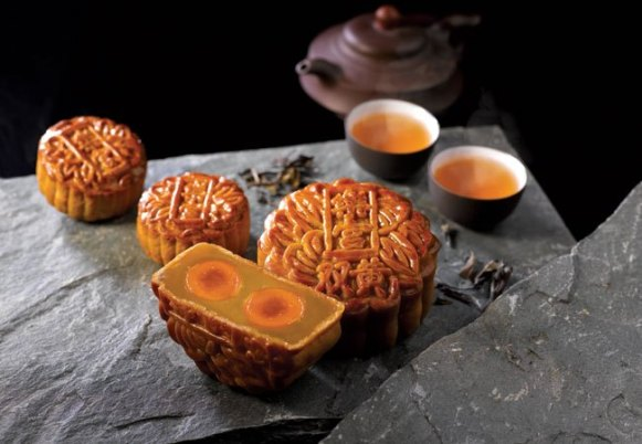 white-lotus-seed-paste-with-double-yolk-mooncake