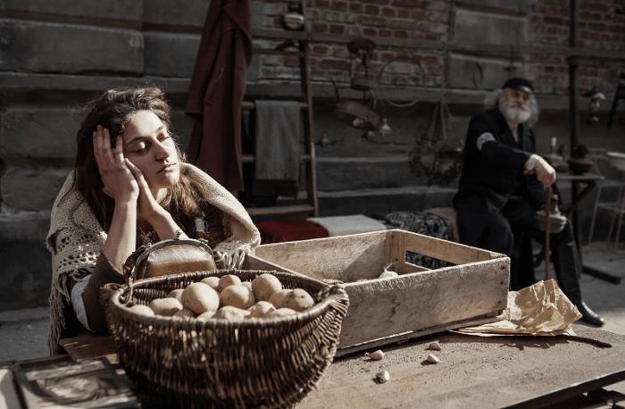22.-warsaw-ghetto-market-scene.-photo-credit_-anna-wloch