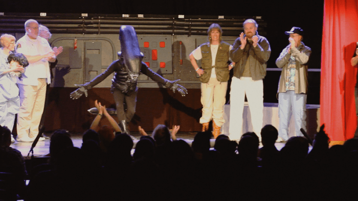 14_Alien Bowing_curtain call