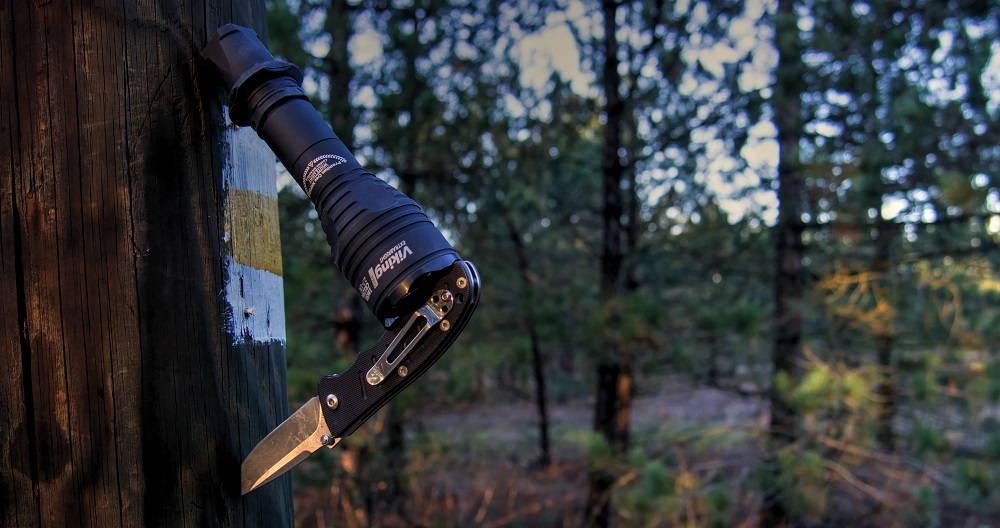 Armytek Viking Pro késsel