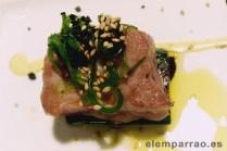 Atún rojo con alga wakame