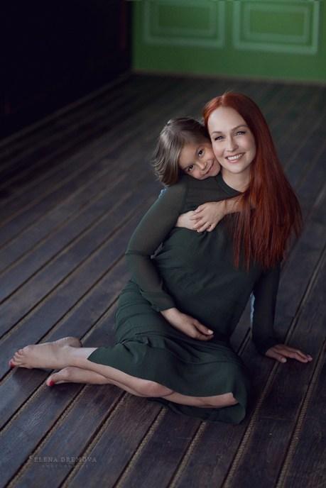 Мама и дочка в фотостудии