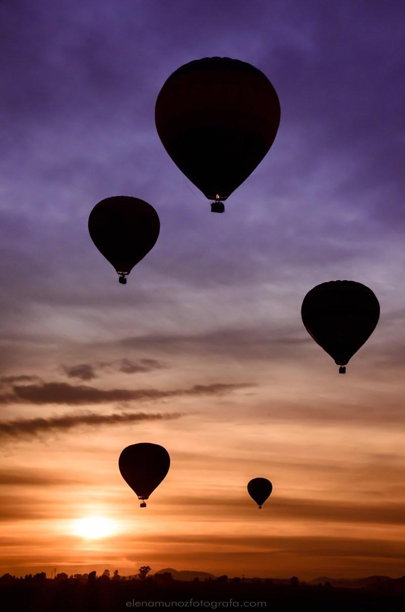 Globos aerostáticos al amanecer