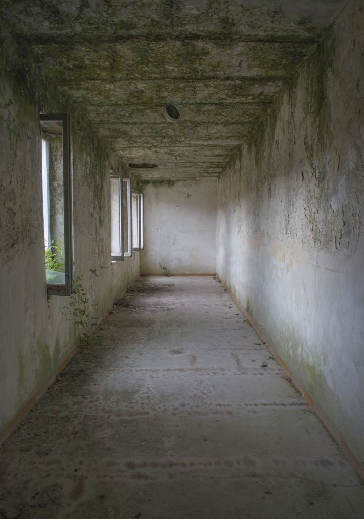 empty room with light, urbex exploration photo