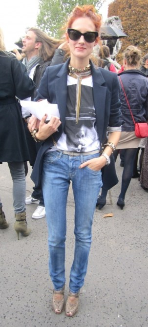 taylor tomasi hill tricou & jeans