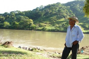 Sánchez Riano at the site of the proposed dam