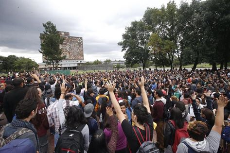 A June 21 mass assembly of students, faculty and staff from universities around Mexico City at the National Autonomous University of Mexico in solidarity with Oaxaca.