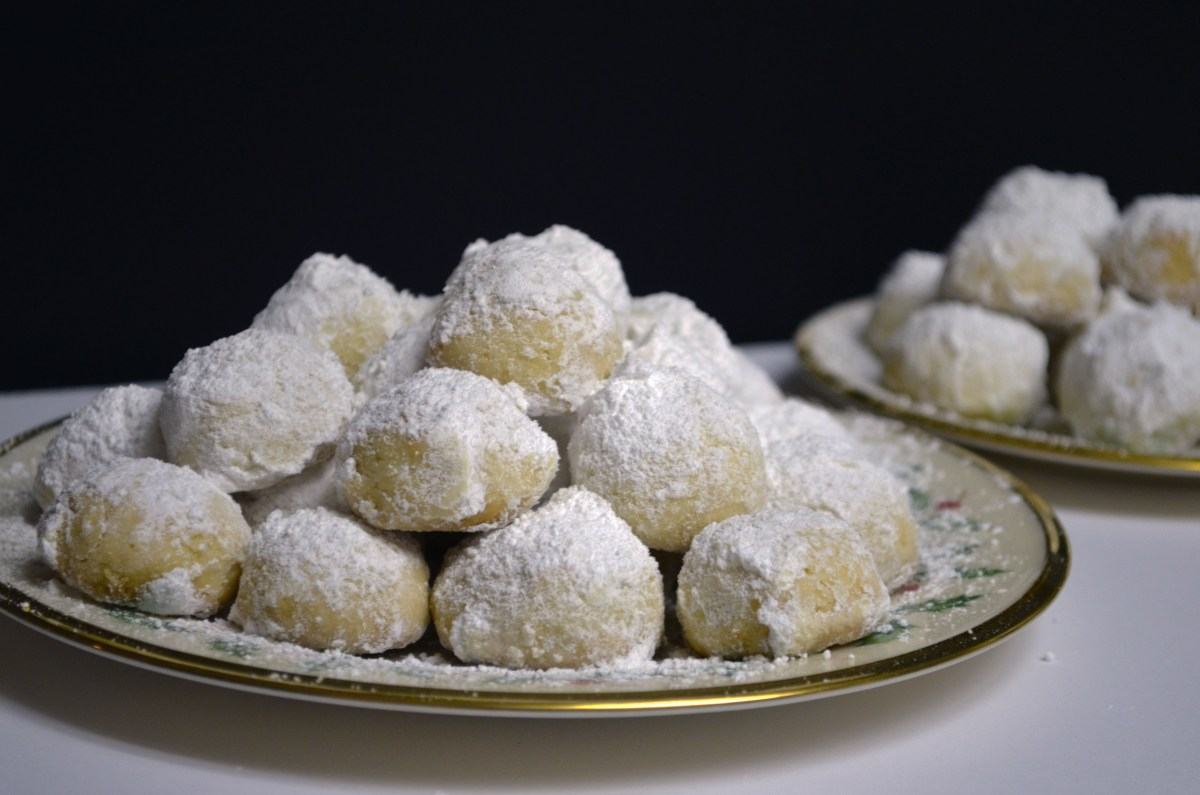 Kourabiedes (Greek butter cookies)