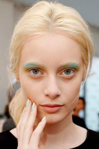 Sourcils - Turquoise - Nude Refinery 29 - refinery29.com