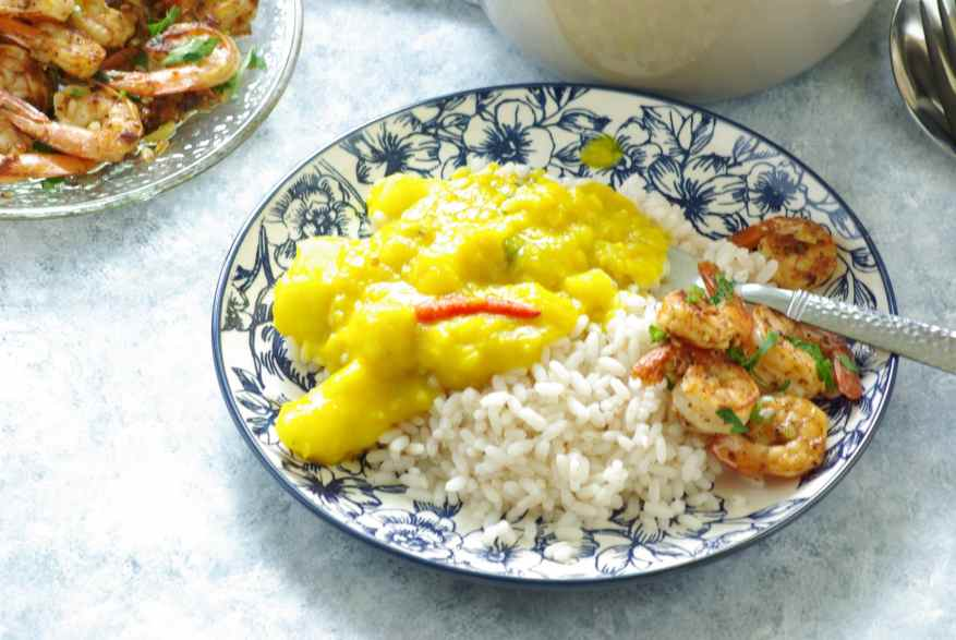 Garlic shrimp with rice and curry