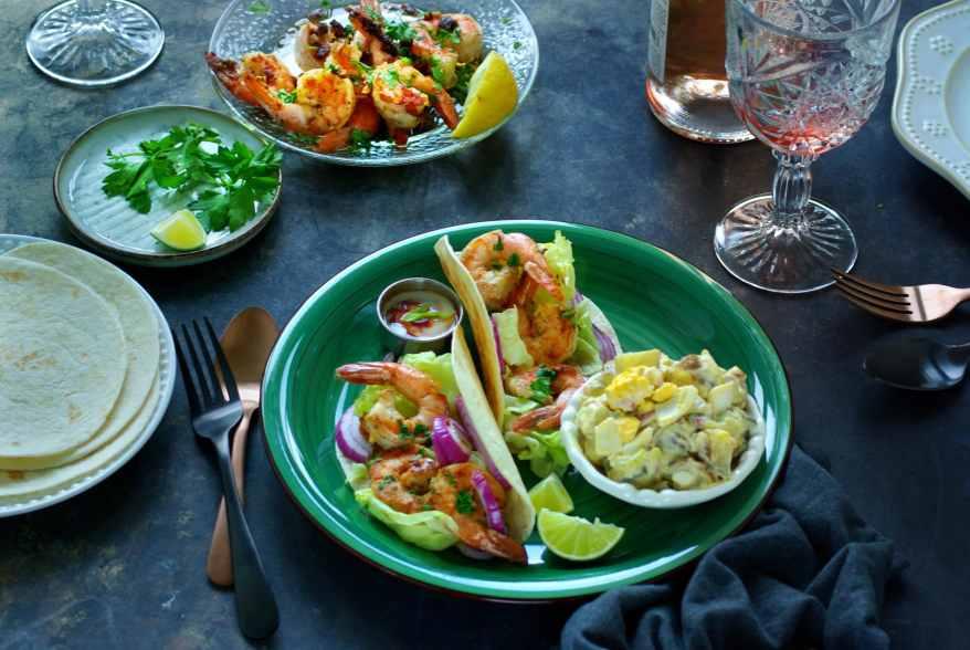 Garlic shrimp with tacos