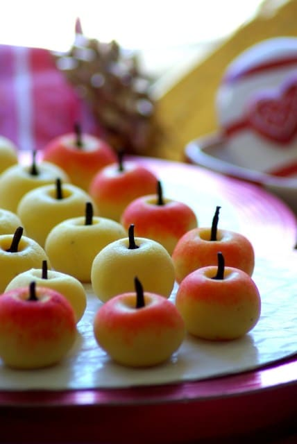Apple peda with ricotta cheese/ milk fudge in the shape of apple ,Easy Diwali sweets