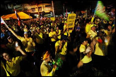 Yellow shirts rise up