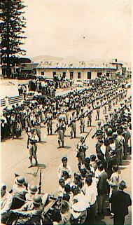 Desfile de la Victoria pasando por la Plazoleta de la Soledad
