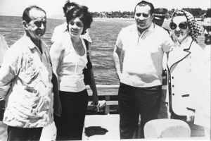 El presidente Jose Figueres Ferrer con el embajador sovietico Vladimir Kazimirov.