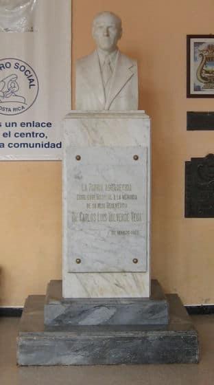 Busto en el Hospital Dr. Carlos Luis Valverde de San Ramón