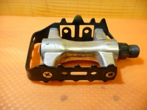 0679 Manutenzione pedali flat 01