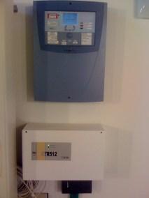 (In basso) Centrale ETR512 altamente professionale, offre 16 ingressi espandibili a 512 cablati/wireless.