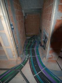 Posa tubazione su edificio ad uso residenziale