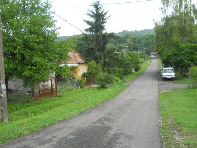 Utcarészlet a ház elől jobbra