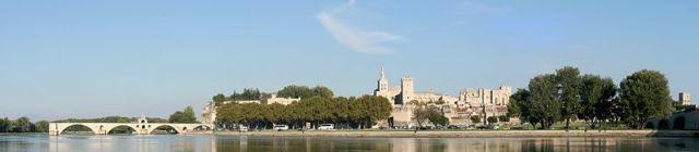Utazás lakóautóval Avignon panoráma