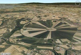 Utazás lakóautóval Béziers - oppidum d'Ensérune felülről
