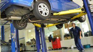 Medidas de Seguridad al Trabajar con un Elevautos