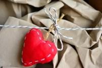 Evangelio apc papel arrugado con corazón