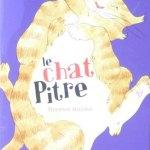 roman enfant avec un chat farceur