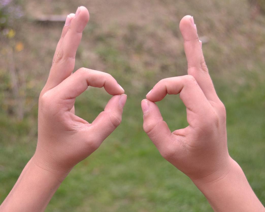 Une astuce efficace pour ne plus confondre les lettres b et d.