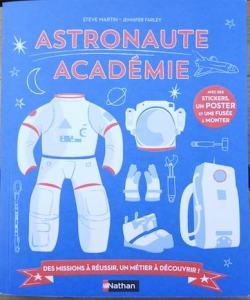 livre astronomie enfant 7 ans, avec activités, pour découvrir le métier d'astronaute.