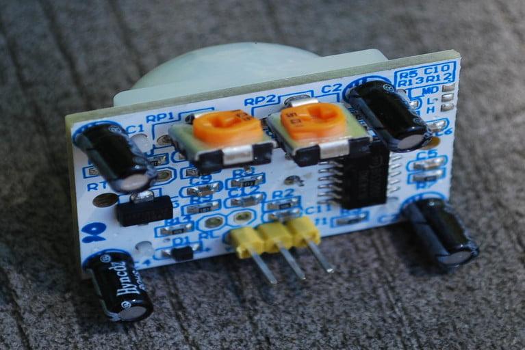Components in PIR sensor module