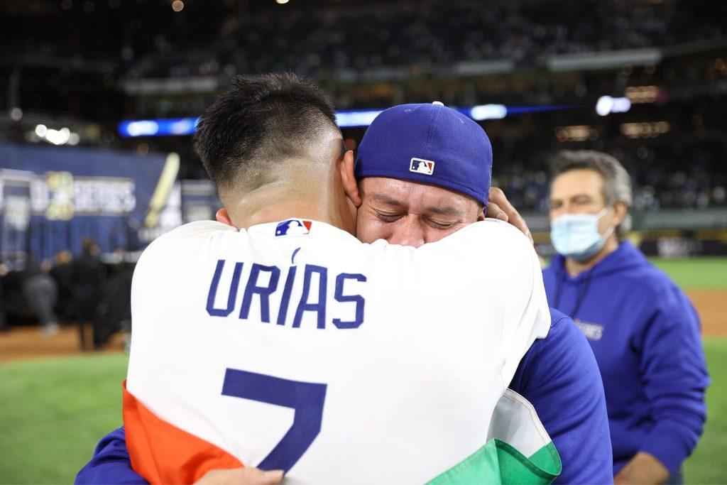 Julio Urías y Víctor González hicieron grande a los Dodgers con poder mexicano