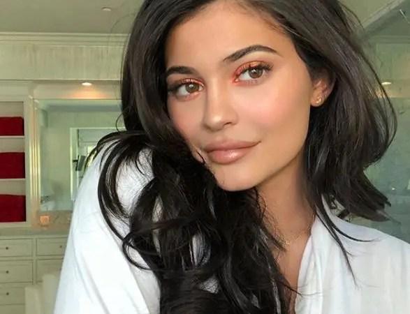 Kylie Jenner se quitó el relleno de sus labios ?