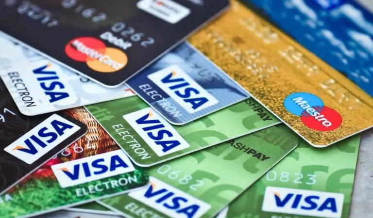 VIRAL: Un vendedor memorizó los datos de 1300 tarjetas de crédito para hacer compras por Internet???
