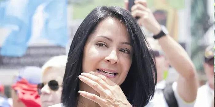 ¡Ay papá! Norkys Batista y Carolina Sandoval se unieron y hablaron de Angie Pérez 😅😒
