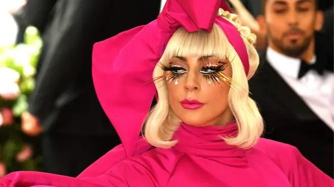 Para celebrar el mes Pride: Lady Gaga lanzará su colección de ropa junto a Versace 👗🏳️🌈