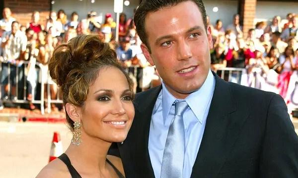 ¡Con un beso bien estampado! Jennifer Lopez celebró su cumpleaños 52 con Ben Affleck