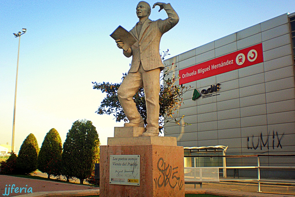 Monumento a Miguel Hernández - foto jjferia