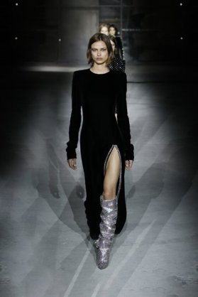 fsfwpa02.76b-fashion-week-paris-h-w-17-18-yves-saint-laurent-lowres