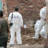 Encuentran diez cadáveres en fosa clandestina