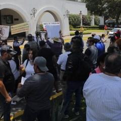 Se manifiestan en Casa Jalisco contra medidas de aislamiento