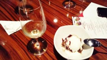 Errazurriz Sauvignon Blanc Late Harvest y helado de vainilla con banana nut cake